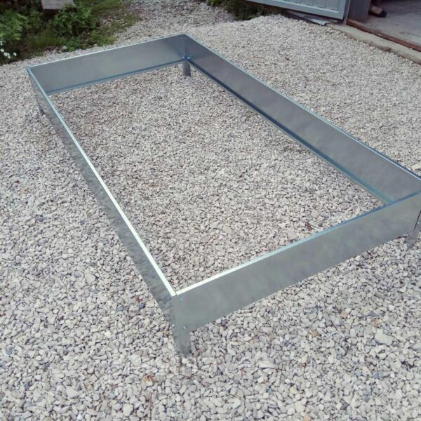 Грядка высотой 20 см ширина от 0.7 до 1 м длина 8 метров