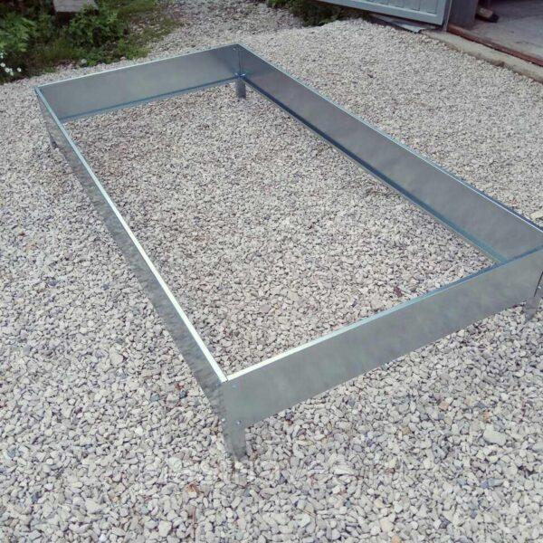 Грядка высотой 20 см ширина от 0.7 до 1 м длина 9 метров