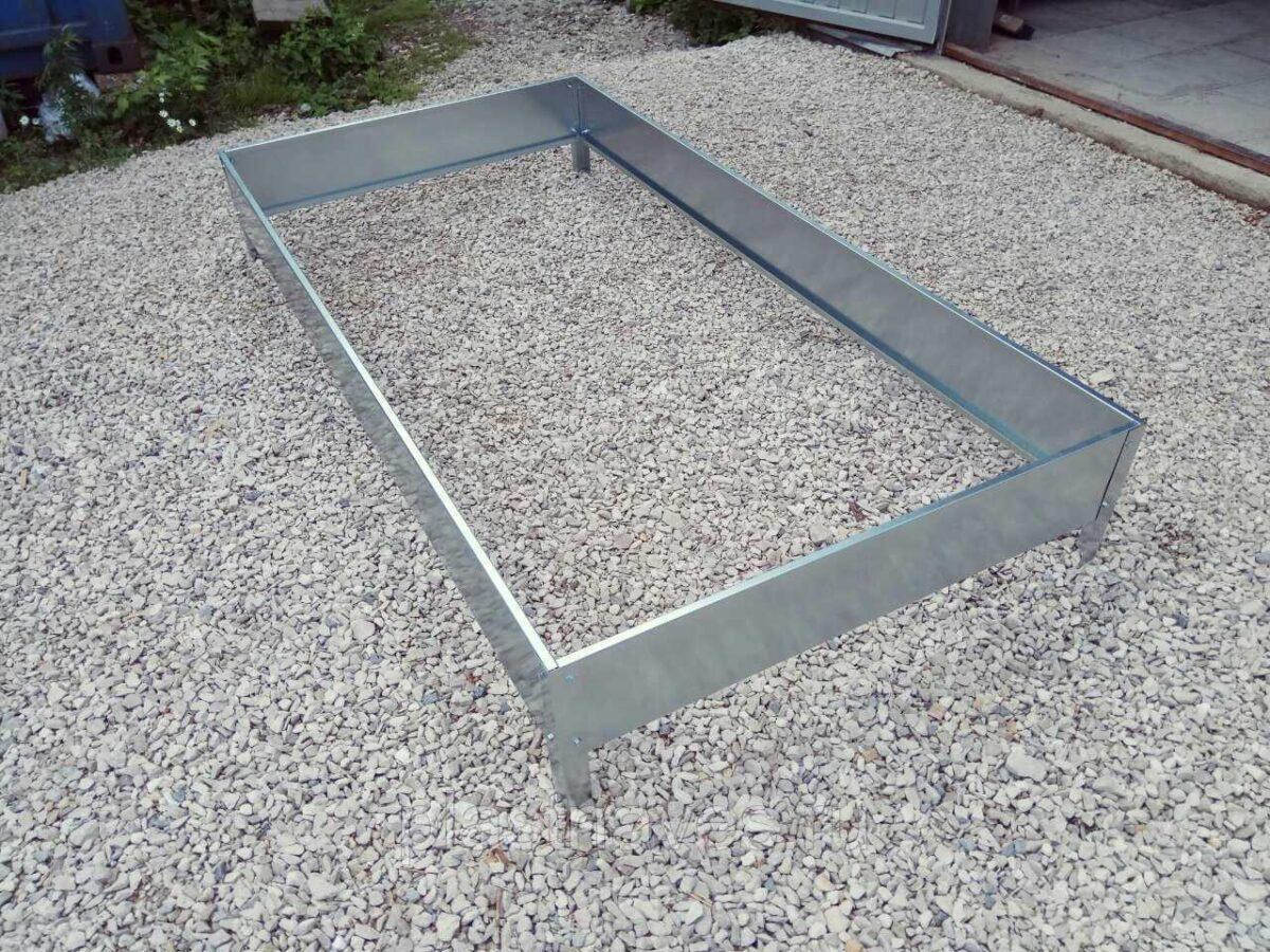 Грядка высотой 20 см ширина от 0,7 до 1 м длина 1 м